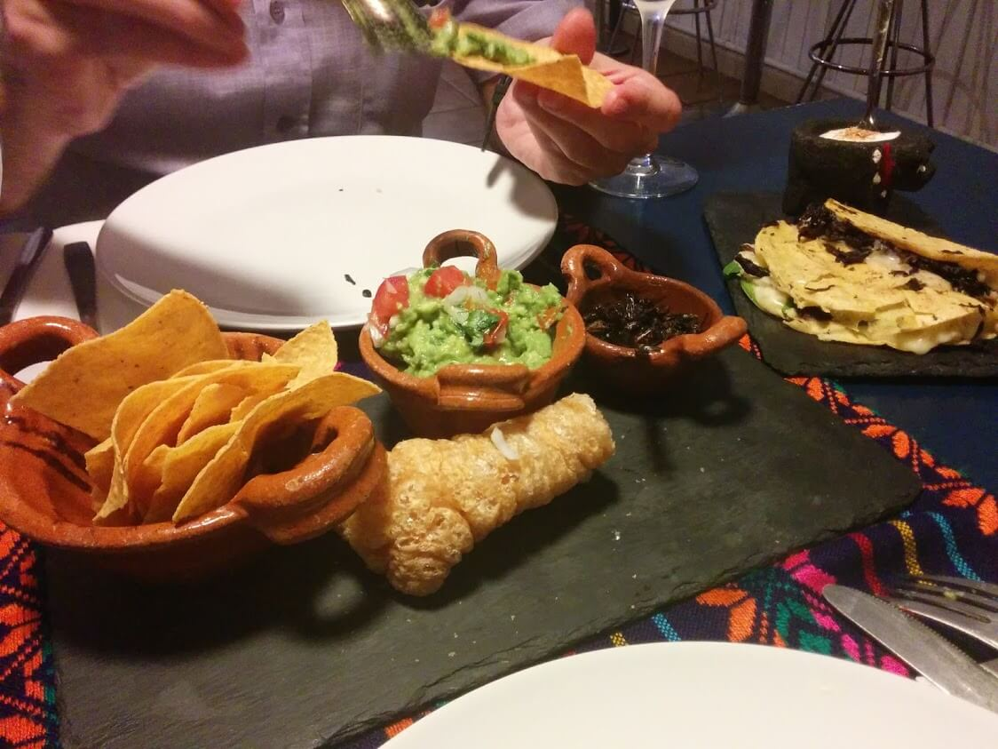 Guacamole con totopos (no, nachos no... TOTOPOS!!)