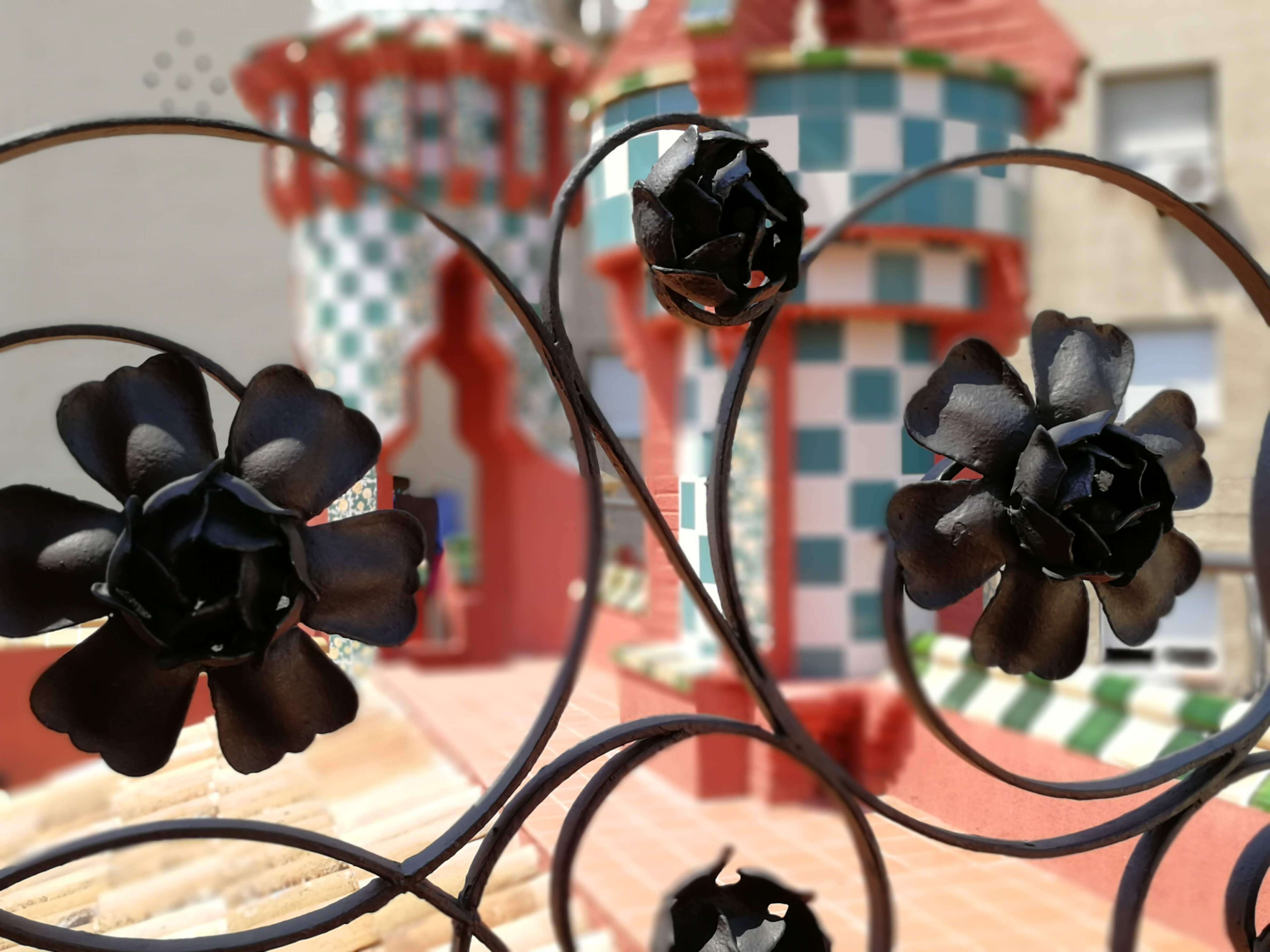flores forja azotea Casa Vicens