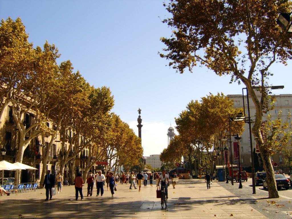 top 10 things to do in barcelona: Pasear por Las Ramblas