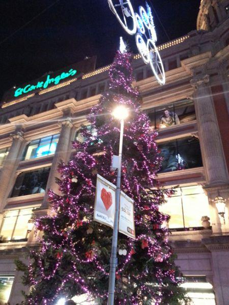 Árbol de Navidad situado en Portal de l'Àngel