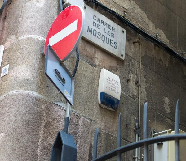 The narrowest street in Barcelona